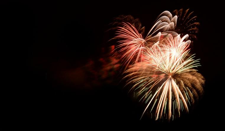 Огненное шоу. В Челябинской области залпы фейерверка прилетели в толпу людей