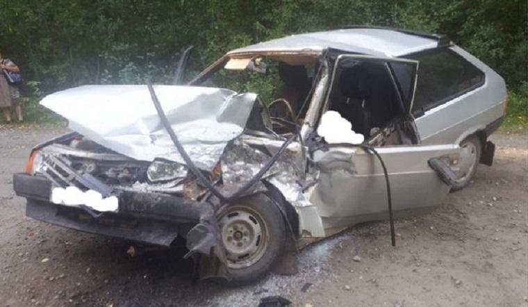 Смертельный занос. В Челябинской области ВАЗ залетел под грузовик