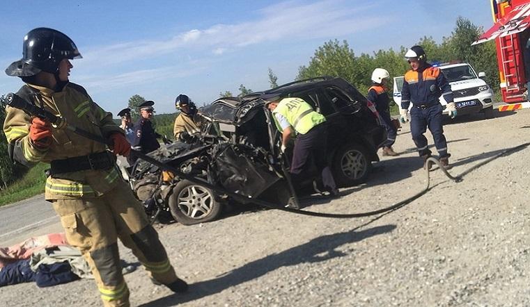 Попали под грузовик. Семья разбилась насмерть в ДТП на Южном Урале
