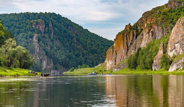 Экстрим и романтика. На Южном Урале туристы облюбовали для сплавов реку Ай
