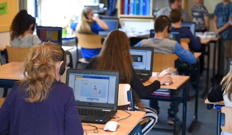 Челябинские школьники присоединились ко всероссийскому «Уроку цифры»