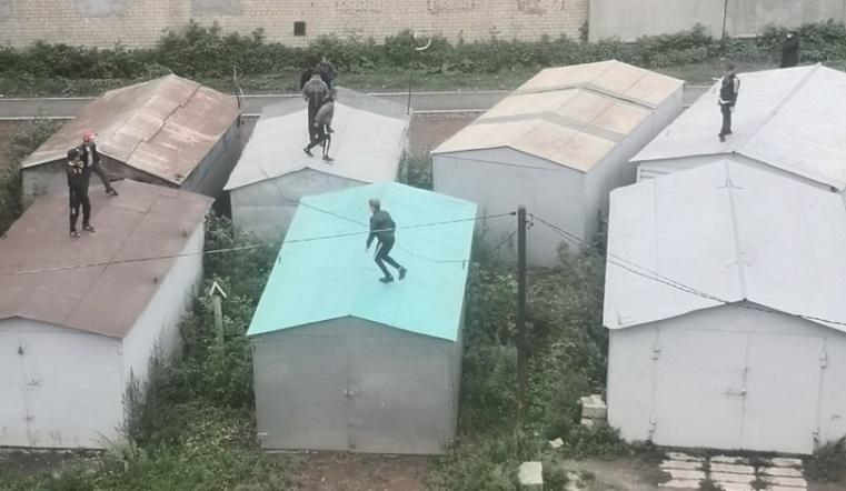 Смертельный ток. В Челябинской области дети устроили опасные игры под проводами ВИДЕО