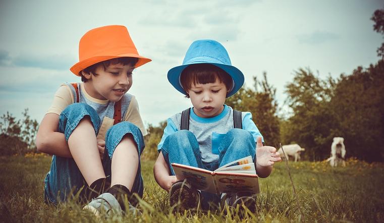 Красивые и созвучные: имена для близнецов и двойняшек