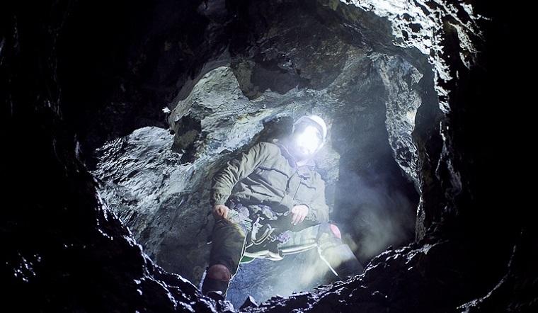 «Как в тетрисе». Южноуральцы показали завораживающие кадры из горных тоннелей