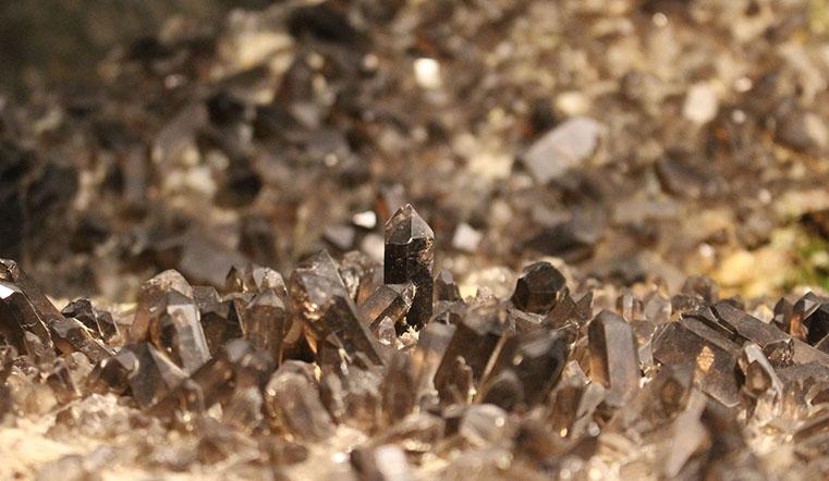 Камень эпохи Фаберже. В Челябинской области нашли дымчатый кварц, или раухтопаз