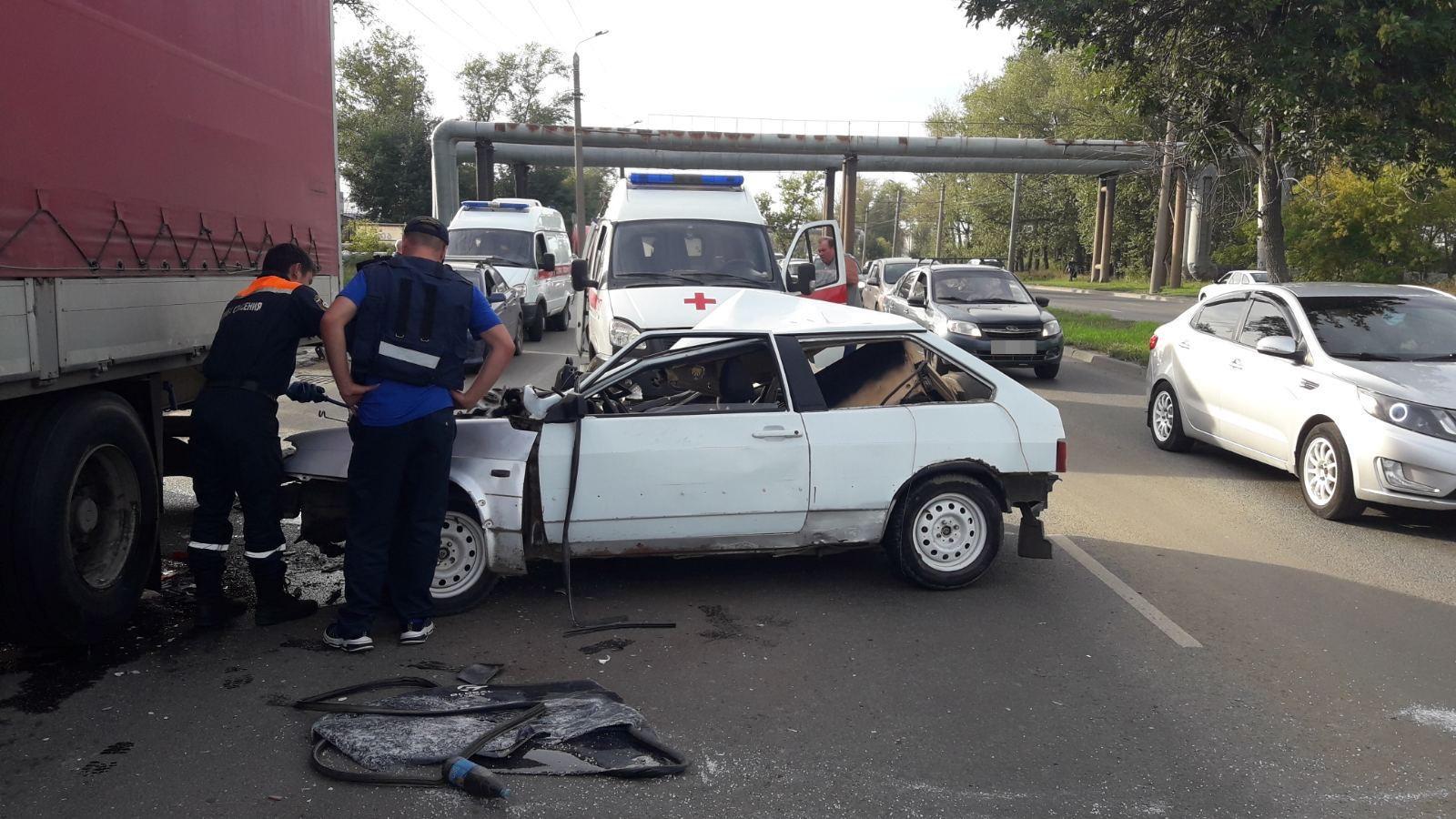 Раздавило грузовиком. В Челябинске в ДТП погибла 20-летняя девушка ВИДЕО