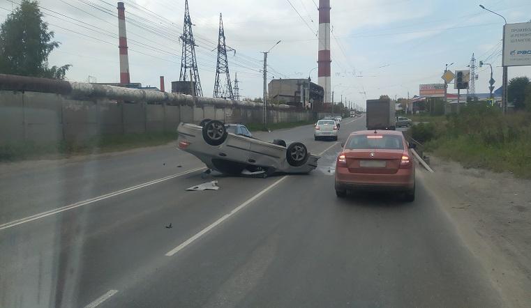 Лег на крышу. В результате ДТП в Челябинской области дорогу перекрыл «перевертыш» ВИДЕО