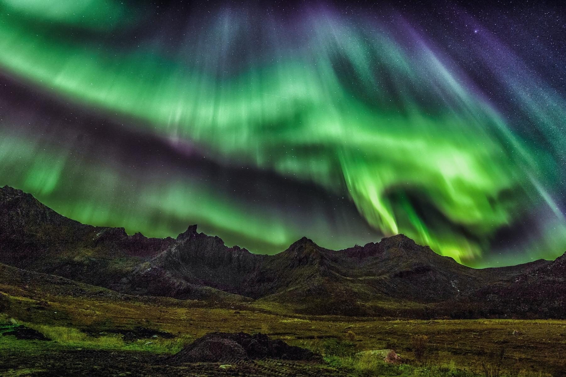 Магнитные бури 2020. Через трещины в космосе на Землю обрушится поток радиации. Вспышки на Солнце