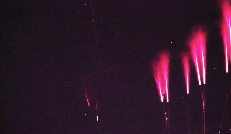 Безумный танец. На Урале сняли на видео кровавые космические молнии