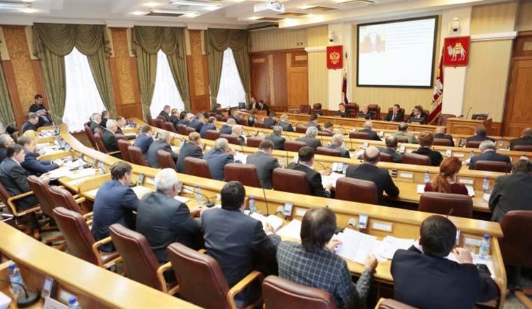 Двое отказались от мандатов. Депутаты Заксобрания Челябинской области получили удостоверения