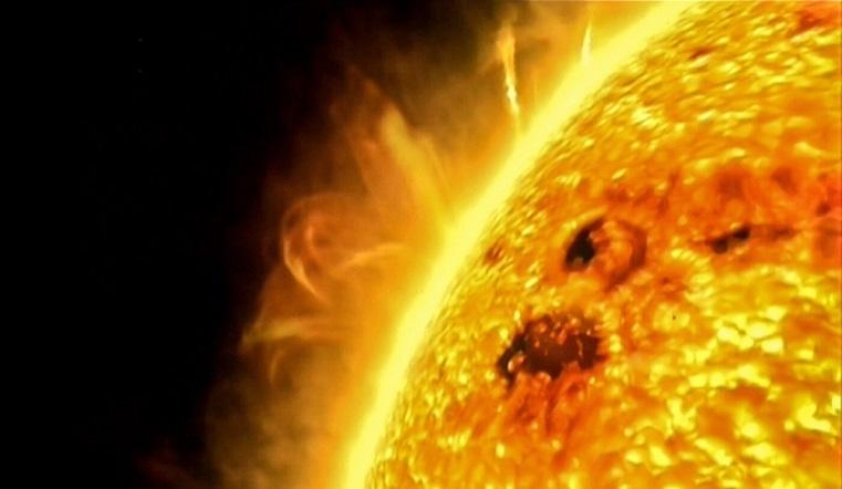 Магнитные бури 2020. Ураган из жгучей плазмы накроет Землю. Вспышки на Солнце