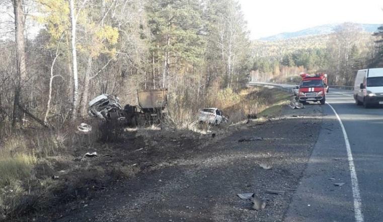 Легковушку расплющило. Водитель погиб в страшном ДТП с грузовиком на Южном Урале