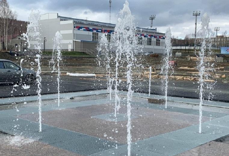 Городская изюминка. В Карабаше появился сухой фонтан