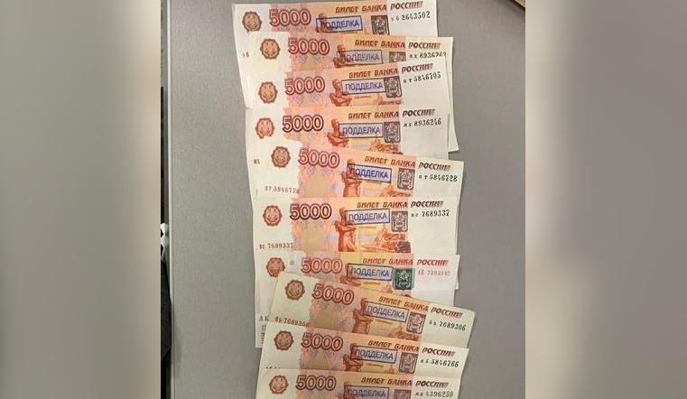 Распространял через магазины. Житель Челябинска сбыл 50 тыс. фальшивых рублей