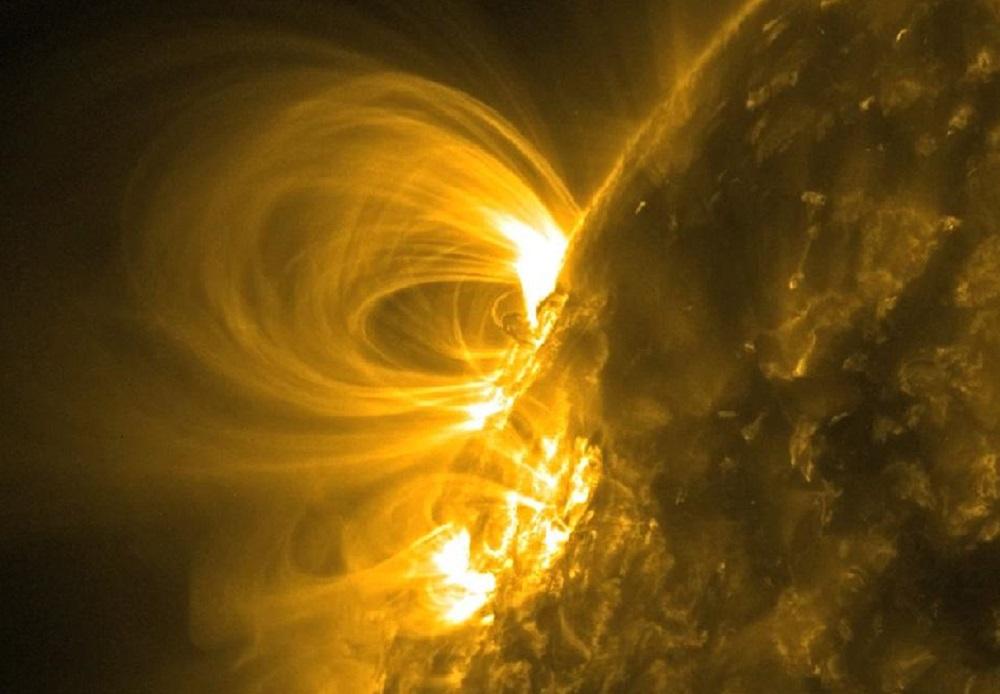 Магнитные бури 2020. Ученые зафиксировали мощную вспышку на Солнце