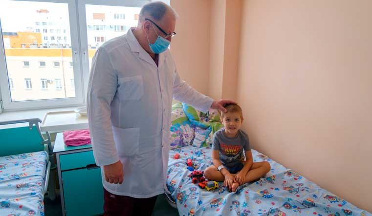 Уникальная операция. Врачи на Урале спасли малыша с дырой в кишечнике