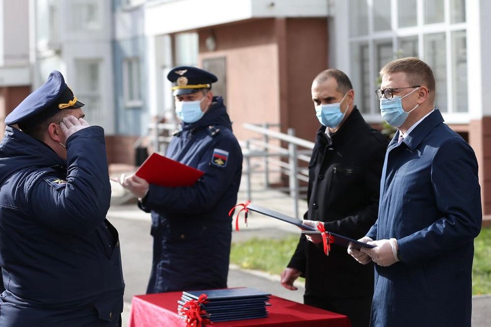 Военным Челябинска вручили ключи от новых квартир