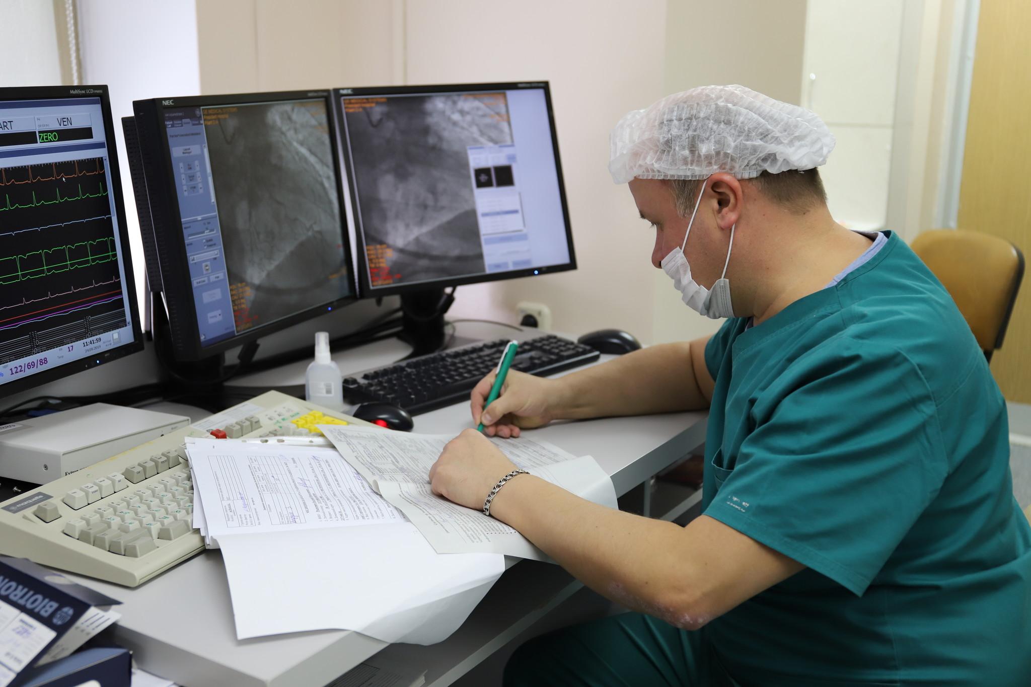 Экстренные операции и роды с коронавирусом. В Челябинске наградили врачей «красной зоны»
