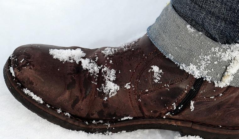 Опасный сезон. Эксперты рассказали, как ухаживать за обувью зимой