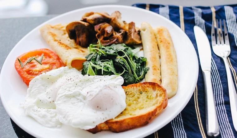 Полезный завтрак. Диетологи назвали идеальные продукты для похудения