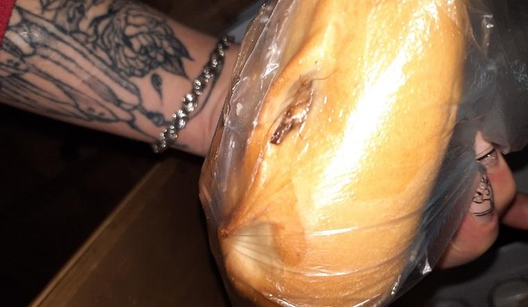 Пирожки с ножками. Жительнице Челябинска купила выпечку с живой начинкой