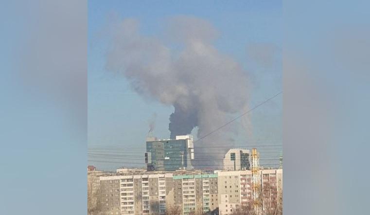 Черным-черно. Огромный столб дыма напугал жителей Челябинска