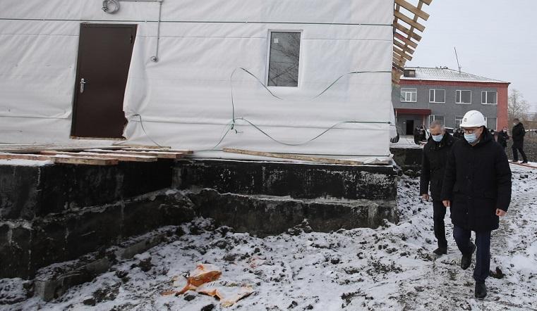 Сорвали все сроки. Губернатор Текслер раскритиковал работу подрядчика по строительству ФАПа. Фото: пресс-служба губернатора Челябинской области