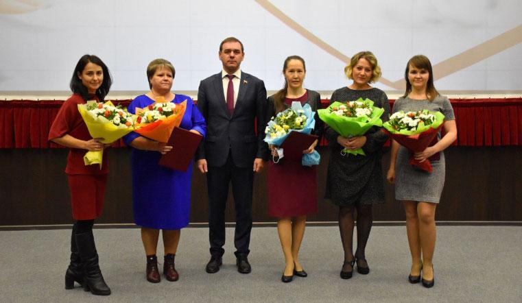Благодарность за труд. В Челябинской области медики получают премии от Заксобрания