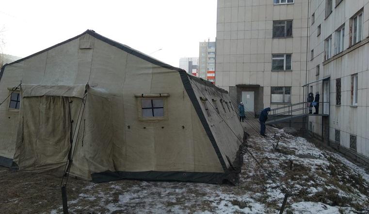 """Полевой """"зал ожидания"""". Военную палатку поставили для ждущих КТ в Миассе"""