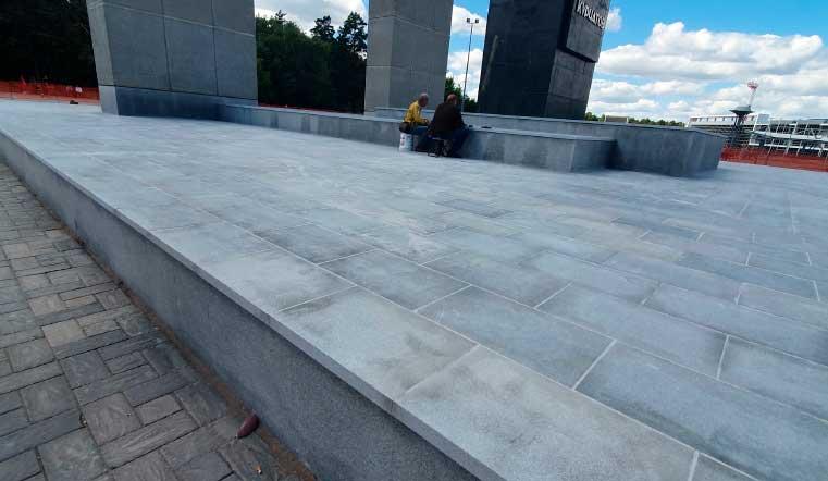 Так выглядел постамент памятника Курчатову в Челябинске сразу после ремонта