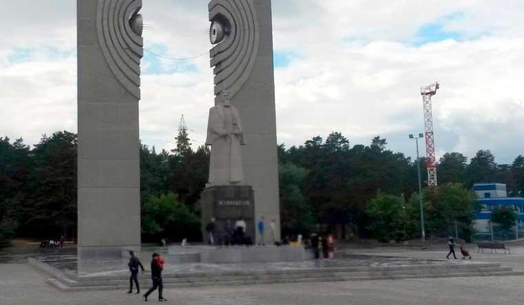 В Челябинске добиваются возбуждения уголовного дела из-за порчи памятника Курчатову