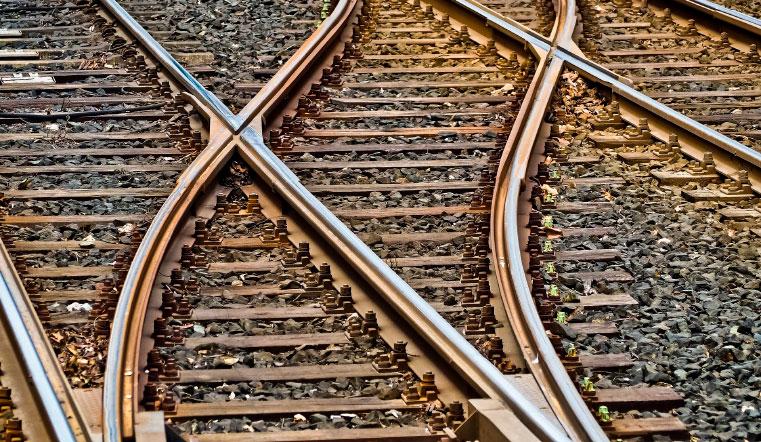 Попала под колеса. На Урале грузовой поезд сбил насмерть женщину