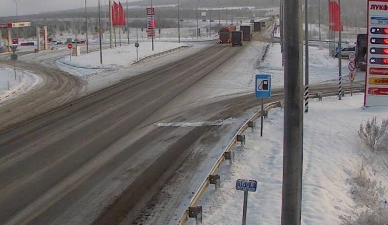 Опасная погода. Автомагистрали на Урале заметает снегом