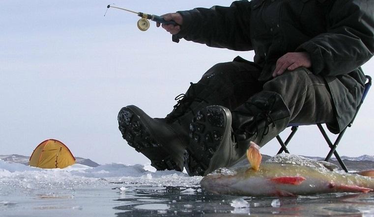Зимняя рыбалка. Сотрудники МЧС предупреждают об опасности тонкого льда