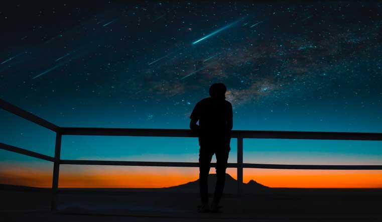Космический салют. Над Землей пронесется яркий метеорный поток Тауриды. Метеор