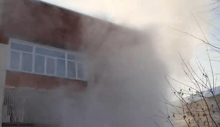 Фонтан кипятка высотой с 3-этажный дом. Коммунальная авария в Челябинске ВИДЕО
