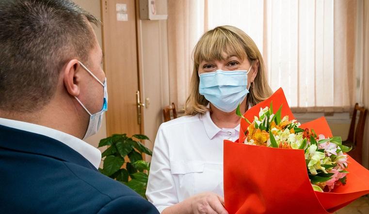 Благодарность за спасение жизней. Депутаты Челябинской области наградили врачей и медсестер