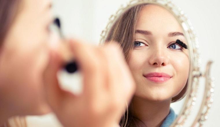 Новый год 2021. Как сделать модный праздничный макияж