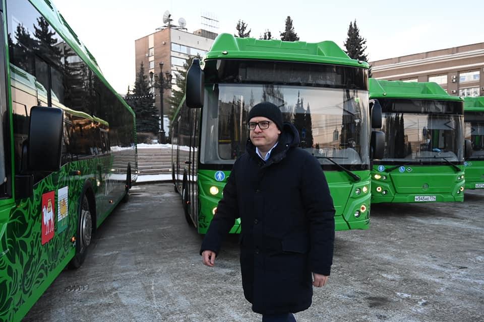 Удобные сиденья и зарядки для телефонов. В Челябинске вышли в рейс новые автобусы