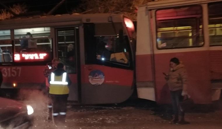 9 человек пострадали в ДТП с двумя трамваями в Челябинской области