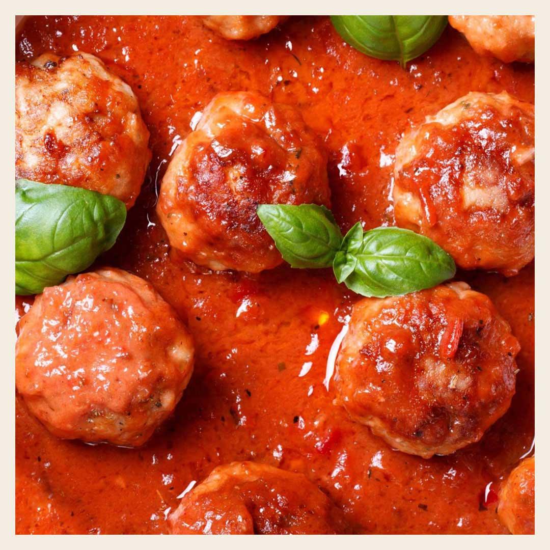 Что приготовить из фарша. Сочные митболы в томатном соусе: пошаговый рецепт с фото