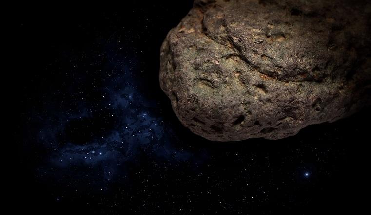Размером с небоскреб. К Земле несутся три опасных астероида
