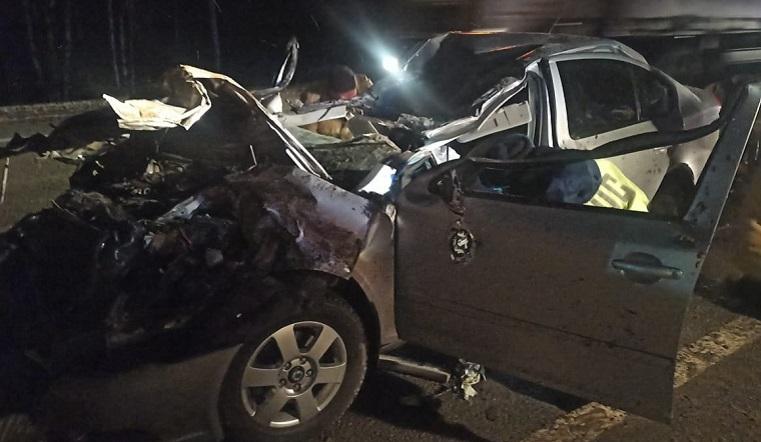 Автомобиль раздавило грузовиком. В страшном ДТП в Челябинской области погиб водитель