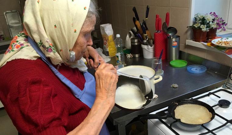 Супербабушка. 89-летняя женщина в Челябинской области удивляет блинами