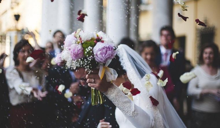 Молодожены в 90 лет. Сколько браков и разводов заключено в Челябинской области в 2020 году