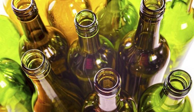 Более тысячи бутылок. Житель Челябинской области создал музей стеклотары