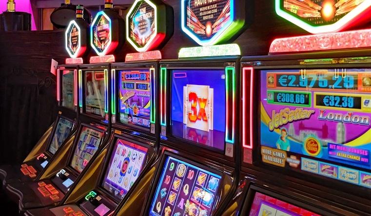 Обогатились на 36 млн рублей. Жители Челябинской области организовали подпольные клубы азартных игр