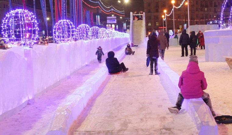 Полет фантазии. Новый ледовый городок оценили жители Челябинска