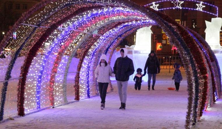 Полет фантазии. Жители Челябинска оценили новый ледовый городок