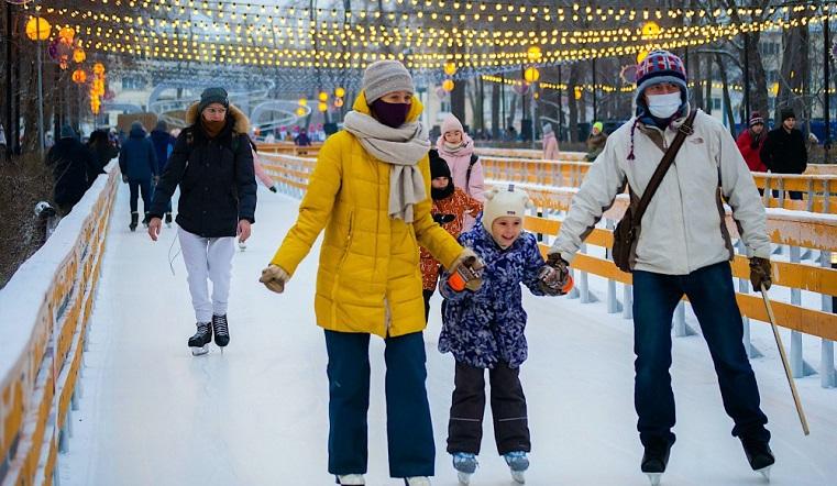 По новым технологиям. Парк в Челябинске превратили в гигантский каток